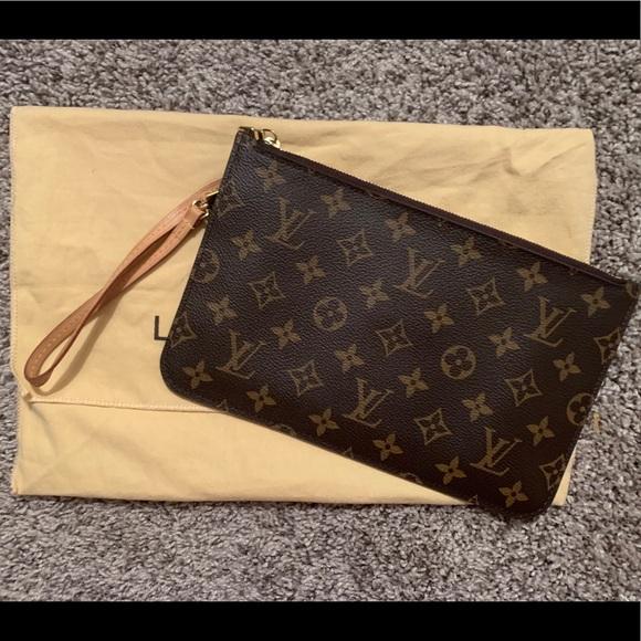 Louis Vuitton Handbags - Louis Vuitton Neverfull MM Pochette